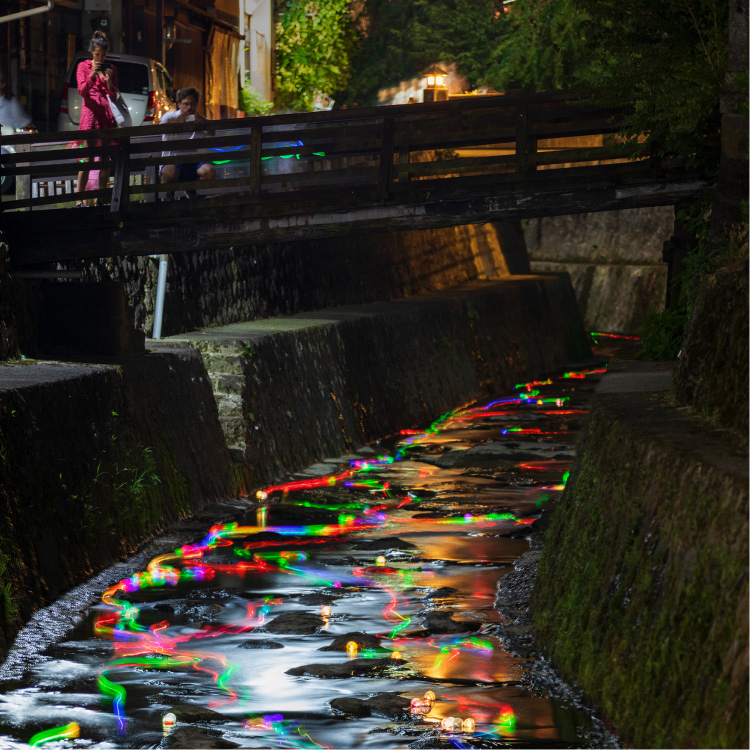 幻想的な川