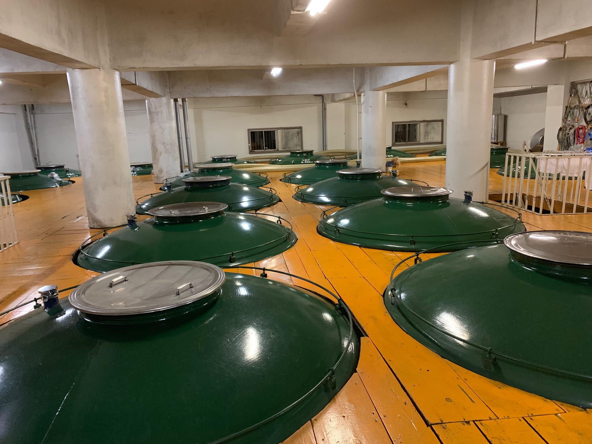 酒蔵の発酵樽