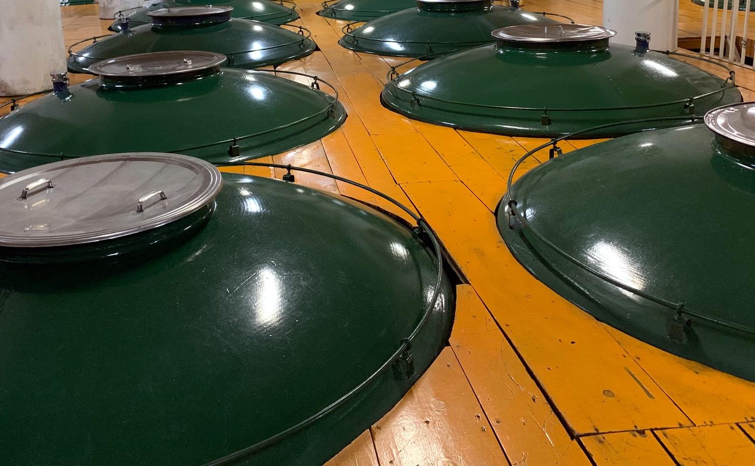 酒蔵の発酵樽のアップ